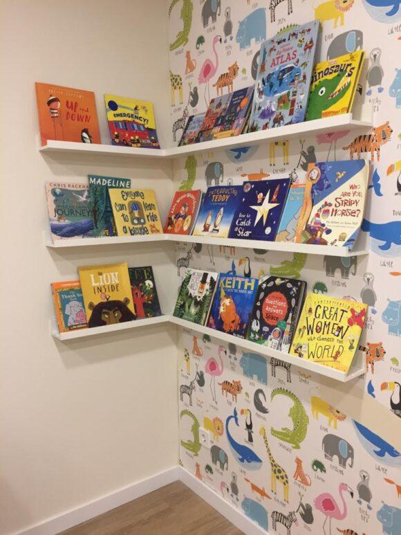 Biblioteca en inglés para los niños de La Casita de Inglés